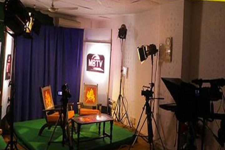 https://cache.careers360.mobi/media/colleges/social-media/media-gallery/8335/2018/12/24/Video Studio of Madhubala Institute of Communication and Electronic Media New Delhi_Others.PNG